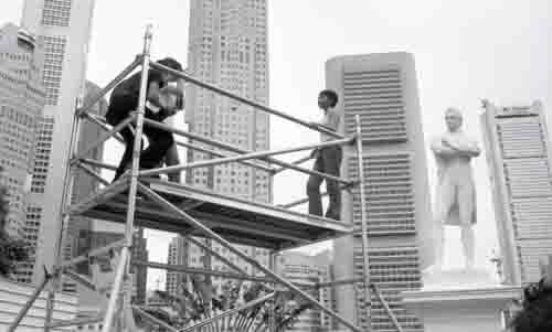 Lee Wen - Raffles Landing Site, 2000 (Video)